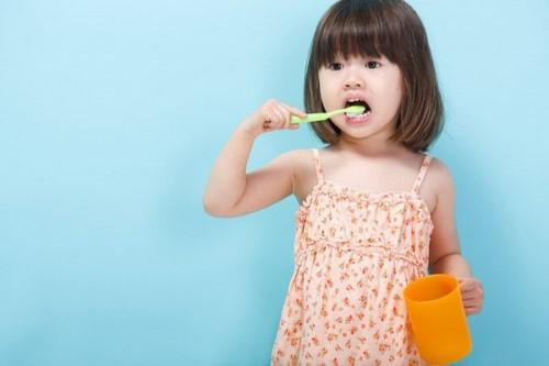 vệ sinh răng miệng sau khi cắt amidan như thế nào