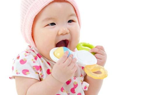 cách chữa hôi miệng khi bé mọc răng