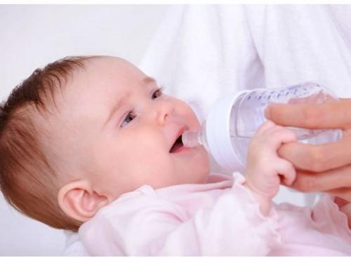 chăm sóc răng cho bé 2 tuổi