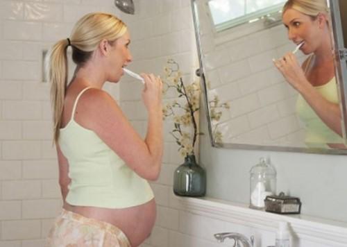 chữa hôi miệng cho phụ nữ mang thai