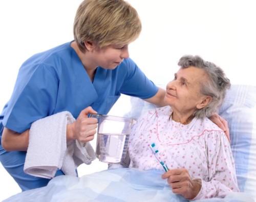 Hướng dẫn vệ sinh răng miệng cho người lớn tuổi
