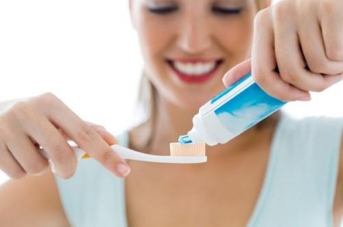 nhổ răng bao lâu thì đánh răng