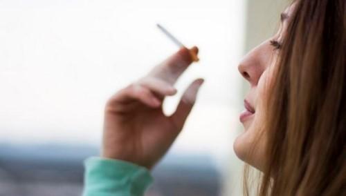 hút thuốc lá trồng răng implant được không