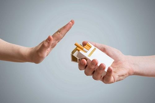 Chúng ta có thể hút thuốc sau khi nhổ răng khôn không-4
