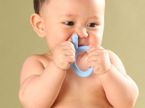 trẻ mọc răng lúc mấy tháng