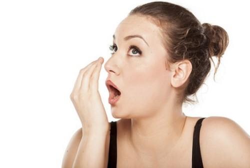 Thực tế trồng răng giả có gây hôi miệng không?