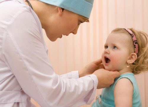 thăm khám răng cho bé