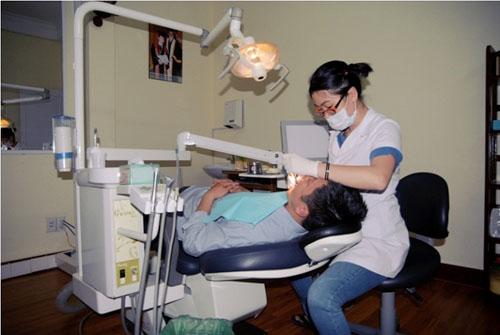 Nha khoa luôn đặt an toàn và sức khỏe bệnh nhân lên hàng đầu. Ảnh minh họa