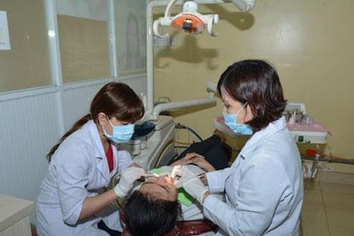 Quy trình cạo vôi răng tuân thủ theo tiêu chuẩn an toàn của Bộ Y tế. Ảnh minh họa