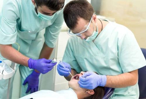 Niềng răng xong vẫn xấu có thể do bác sĩ thực hiện thiếu kinh nghiệm