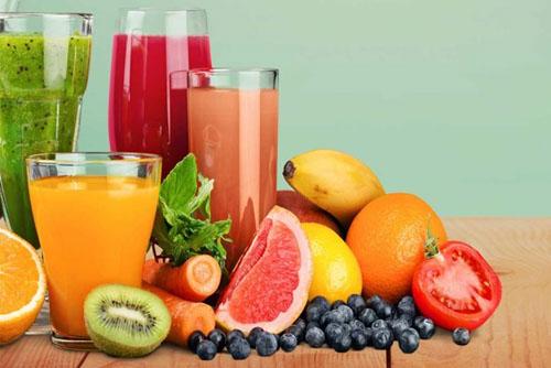 Sinh tố, nước ép rau củ quả cung cấp nhiều vitamiin và khoáng chất