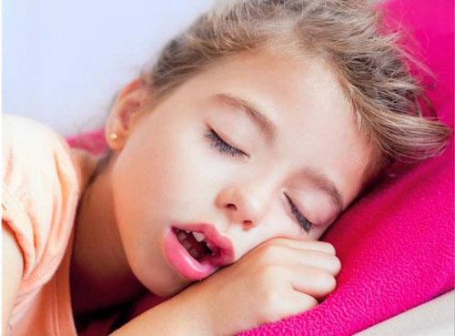 Thở miệng lâu ngày cũng có thể khiến cho răng mọc sai lệch
