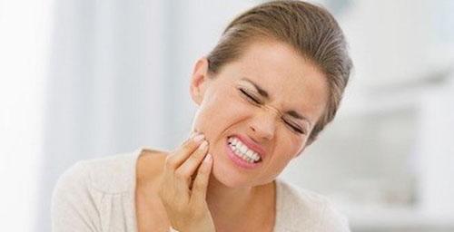 Biểu hiện ê buốt răng sau bọc sứ