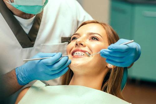 Bệnh nhân sẽ thấy hơi ê nhức mỗi khi điều chỉnh lực siết của dây cung