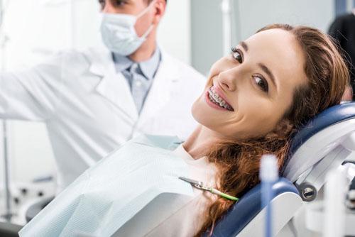 Có nên tháo niềng răng sớm hay không còn tùy vào từng tình trạng cụ thể