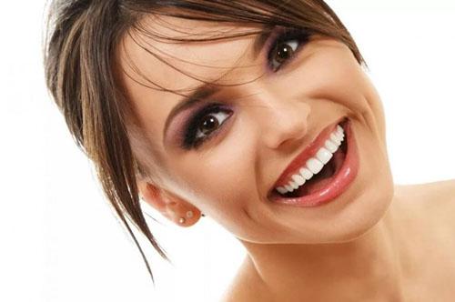 Một hàm răng đều đặn mang lại tính thẩm mỹ giúp nụ cười thêm rạng rỡ