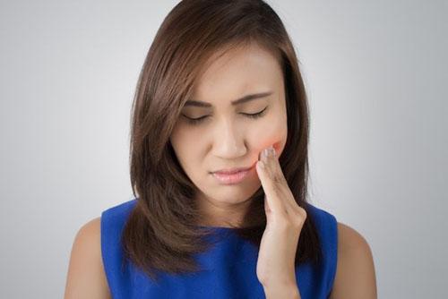 Răng không sâu nhưng đau là bị gì?