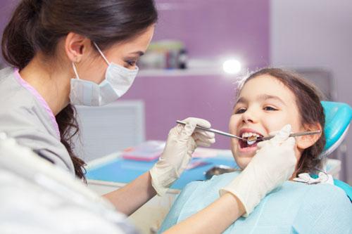 Trẻ em khi niềng răng sẽ hạn chế tối đa việc phải nhổ răng