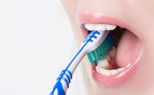 Chăm sóc răng sai cách