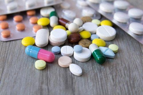 Dùng thuốc kháng viêm theo toa bác sĩ