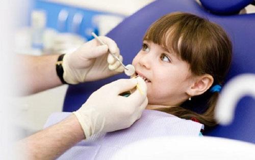 Nên điều trị nhổ răng cho trẻ tại nha khoa