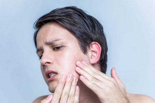 Nhổ răng khôn bị sưng má có nguy hiểm không?