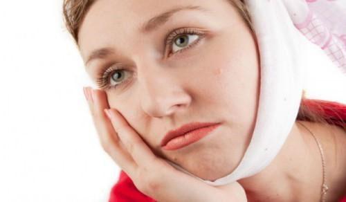 Nhổ răng khôn có làm hóp má không?