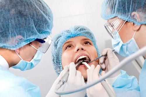 Tại sao nhổ răng khôn giá lại đắt hơn các loại răng khác?